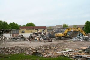Picture from the Greenlawn demolition. Photo credit/Cecelia Roeder.