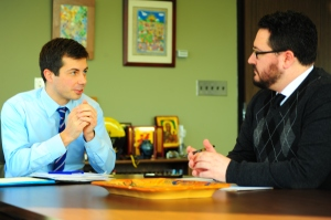 Mayor Pete Buttigieg speaks with Jim Irizarry